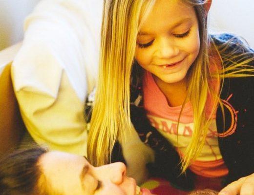 Sister helping at homebirth image